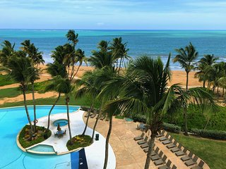 ★ 1/1 APT ★ 2 Parkings! ★  Beachfront  ★ Top Resort ★ View