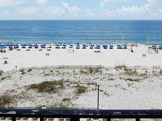 Island Winds East 409: 2br/2ba gulf front Condo w/gorgeous views of the beach