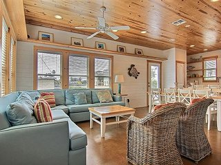 4BR Beauty, Blocks from the Beach – Awesome Outdoor Space w/ Pool & BBQ