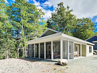 Sea Glass Cottage w/ Screened Patio - Minutes to Downtown & Acadia