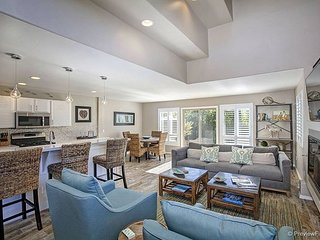 Upscale 2BR w/ Lush Patio, Fire Pit & Outdoor Shower – 1 Block to Beach