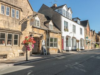 POSTMASTERS LODGING, over three floors, in Winchcombe