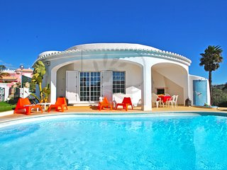 STUNNING VILLA W/ PRIVATE POOL, AIR CON, WI-FI & JUST 500M TO THE BEACH