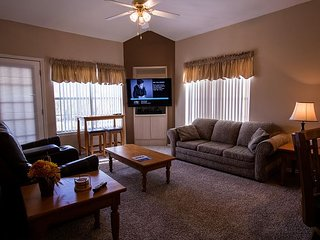 Twilight on Taneycomo - 3 bedroom, 3 bath condo at lovely Fall Creek Resort!