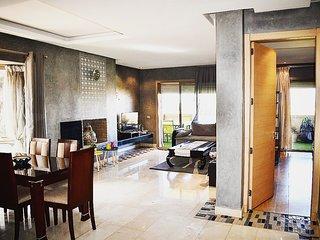 Marrakech Golf City. Appartement Cosy dans résidence haut standing avec Piscines