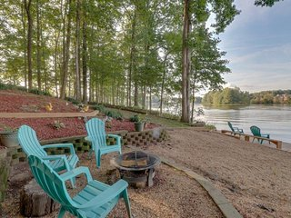 NEW LISTING! Beautiful Home w/180 view of lake, dock, pool table & private beach