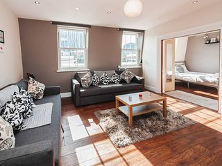 One bed flat with city view, Liverpool St, Brick L