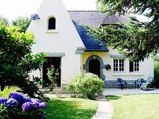 Large House & Tranquil Garden, Carhaix - shops & activities (10% ferry discount)