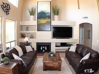 Vacation Paradise in the heart of Kierland Scottsdale! Beautifully furnished.