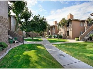 North Scottsdale Condo Walking Distance to Kierland & Scottsdale Quarter