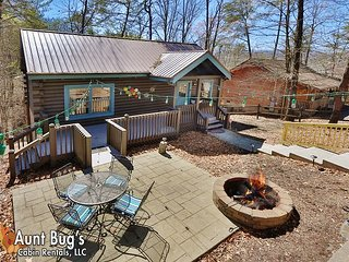 Downtown Pigeon Forge,Pet Friendly Cabin Next to Cal Ripken Experience/Island