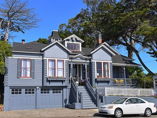 3749 Victorian Sanctuary by the Sea - Updated,Spacious, Close to Town & Beach