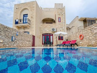 Sara Holiday Home with private pool, tranquillity and amazing nature view; GOZO