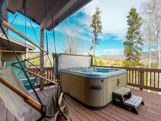 NEW LISTING! Townhome w/ private balcony, hot tub & mountain views