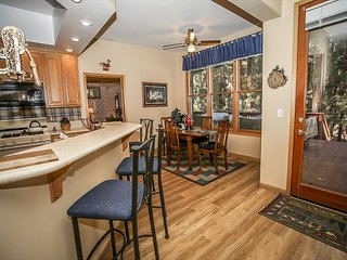 Close to SKI SLOPES!  4 bed, 3 bath, PRIVATE HOT TUB!