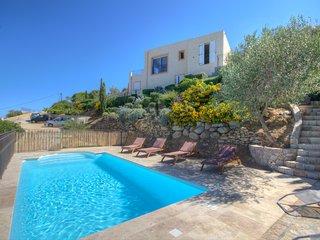 Belle villa avec piscine vue exceptionnelle sur la mer