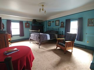 Gower Manor Victorian Guest House - Traveller's Room