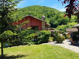 Casas rurales Valle de Bueida, Parque Natural, Senda del Oso, Quiros, Asturias.