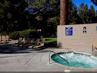 NEW LISTING! Stylish Mt Bachelor condo sleeps 6. 20 minutes to mountain. Hot tub