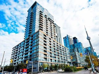 Spacious 2 Br condo by CN Tower+ waterfront area in DT TRT