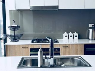CITY VIEW/WIFI/FREE PARKING /BRAND NEW 2 BEDROOMS APARTMENT