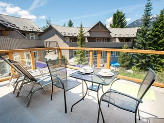 1 BR Modern Townhome with Outdoor Hot Tub and Pool