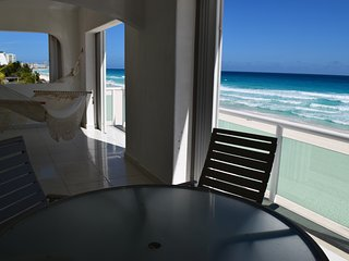 BEAUTIFUL BEACH FRONT VIEW, 2 BEDROOMS, 3 BATHS