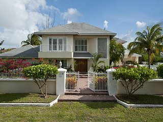 Lovely Compound w Pool, Block to Saunders Beach, Free Golf Round Ocean Club