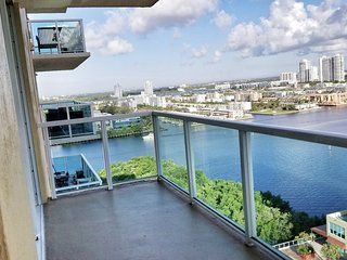 Scenic 2bd/2bth Apt with Oceanic Views of Sunny Isles Beach