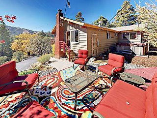 Sleek Moonridge 2BR w/ Big Mountain Vistas & Private Hot Tub -- Near Slopes