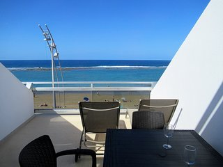 Apartment 1º line Las Canteras -view with terrace and wifi