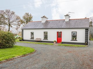 ROCKVIEW HOUSE, single-storey pet-friendly cottage, woodburner, gardens
