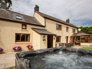 Beautiful private farmhouse holiday cottage with hot tub and stunning views