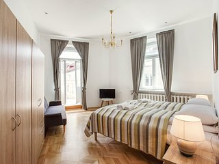 InnstyleRentals 5 Bedroom Duplex in Old Town