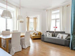 InnstyleRentals Vivid Apartment