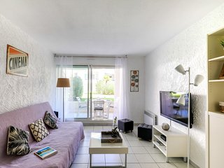 1 bedroom Apartment with Pool, WiFi and Walk to Beach & Shops - 5584438
