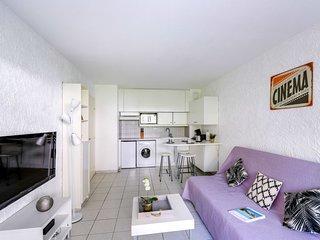 Frejus Apartment Sleeps 4 with Pool and Free WiFi - 5584438