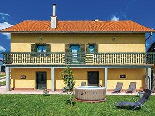 2 bedroom Villa in Donja Švica, Ličko-Senjska Županija, Croatia : ref 5549118