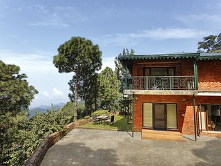 3BR Holiday Villa in Kasauli with Home-Cook | Sunset Views | BBQ