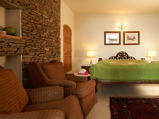 Chest Nut - Suite Room for Two in Heritage Cottage