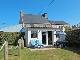 2 bedroom Villa in Plouneour-Trez, Brittany, France : ref 5649935