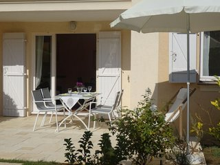 1 bedroom Apartment with Walk to Beach & Shops - 5574331