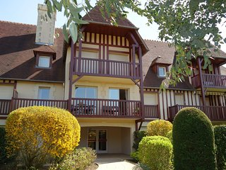 2 bedroom Apartment in Deauville, Normandy, France - 5704706