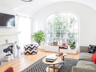 Hamilton House: Gateway to Silver Lake Living
