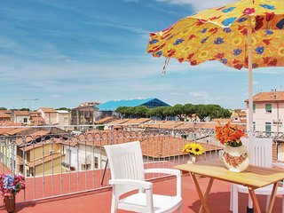 2 bedroom Apartment in Viareggio, Tuscany, Italy : ref 5551175
