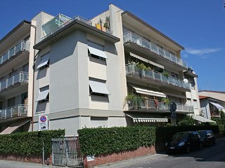 2 bedroom Apartment in Viareggio, Tuscany, Italy - 5553148