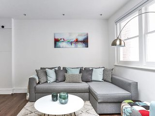 Baker Street Serviced Mews House, PERFECT location