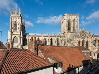 Keyworkersl 20% discountl Superb loft apartment steps away from the Minster