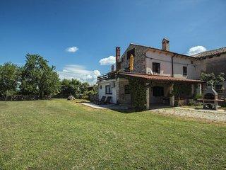 HOLIDAY HOUSE MIRKO