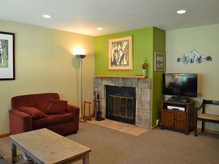 Convenient 2 Bedroom Condo #11A in East Vail. Market and Hot Tub on Site